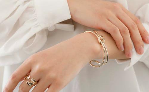 そろそろブレスレット・バングルが着けたい時期に♥おすすめ商品のご紹介 Staff nori's blog